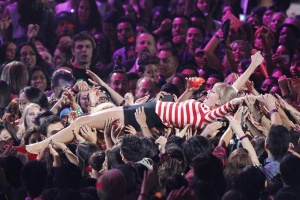 """Taylor Swift crowd surfs as she performs """"We are Never Getting Back Together"""" during the 2012 MTV Video Music Awards in Los Angeles, September 6, 2012.    REUTERS/Mario Anzuoni"""