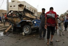 Residents gather at the site of a car bomb attack in the Kamaliya district in Baghdad, May 20, 2013. REUTERS/Mohammed Ameen