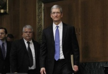 Apple CEO Tim Cook arrives at a Senate homeland security and governmental affairs investigations subcommittee hearing on offshore profit shifting and the U.S. tax code, on Capitol Hill in Washington, May 21, 2013. REUTERS/Jason Reed