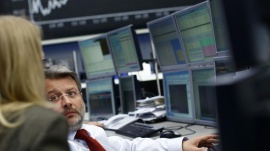 Traders are pictured in front of the German share price index DAX board at the German stock exchange in Frankfurt May 7, 2013. REUTERS/Lisi Niesner 