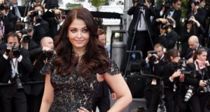 Indian actress Aishwarya Rai poses on the red carpet as she arrives for the screening of the film &quot;Inside Llewyn Davis&quot; in competition during the 66th Cannes Film Festival in Cannes May 19, 2013. REUTERS/Regis Duvignau