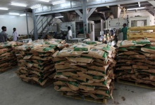 Employees pack refined sugar at Kenana Sugar Company (KSC)'s main plant, 270 km (170 miles) south of Khartoum May 14, 2013. REUTERS/Mohamed Nureldin Abdallah