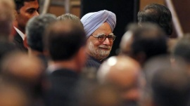 Prime Minister Manmohan Singh greets delegates as he attends the silver jubilee celebrations of market regulator Securities and Exchange Board of India (SEBI) in Mumbai May 24, 2013. REUTERS/Danish Siddiqui