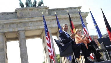 U.S. President Barack Obama and German Chancellor Angela Merkel applaud as they listen to Berlin Mayor Klaus Wowereit (not pictured) giving a speech in front of the Brandenburg Gate at Pariser Platz in Berlin June 19, 2013. REUTERS/Michael Kappeler/Pool