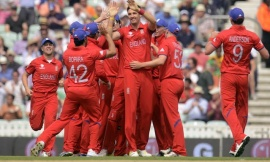 England's Steven Finn (4th R) is congratulated after dismissing South Africa's Hashim Amla during the ICC Champions Trophy semi final match at The Oval cricket ground in London June 19, 2013. REUTERS/Philip Brown