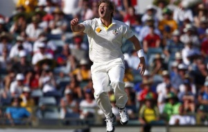 Australia's Shane Watson reacts after England's Ben Stokes was nearly caught during the fourth day of the third Ashes test cricket match at the WACA ground in Perth December 16, 2013. REUTERS/David Gray