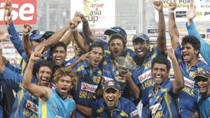 Sri Lanka's fielders pose with the winning trophy after Sri Lanka won the 2014 Asia Cup final against Pakistan in Dhaka March 8, 2014. REUTERS/Andrew Biraj