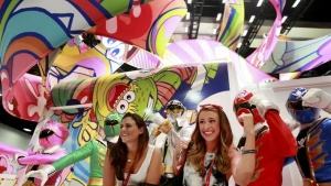 Attendees have their photo taken next to people dressed as the Power Rangers during the 2014 Comic-Con International Convention in San Diego, California July 25, 2014. REUTERS/Sandy Huffaker