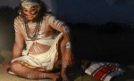 A Kathakali dancer waits for his performance to start during the annual temple festival at Tripunithura, in Kerala November 13, 2012.REUTERS/Sivaram V/Files