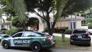 Police cars are seen in front of the family home of U.S. journalist Steven Sotloff in Pinecrest, Florida September 2, 2014. REUTERS/Andrew Innerarity