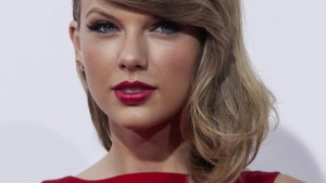 Actress and singer Taylor Swift attends the premiere of The Giver in New York August 11, 2014. REUTERS/Eric Thayer