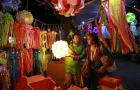 A vendor speaks to a customer at his roadside lantern stall at a Diwali market in Mumbai October 20, 2014. REUTERS/Danish Siddiqui