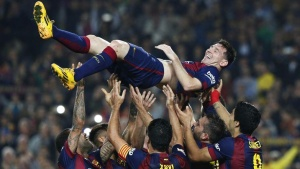 Barcelona's Lionel Messi celebrates his second goal with teammates during their Spanish first division soccer match against Sevilla at Nou Camp stadium in Barcelona November 22, 2014. REUTERS/Gustau Nacarino