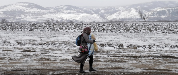 A migrant walks through a frozen field after crossing the border from Macedonia, near the village of Miratovac, Serbia, January 18, 2016. REUTERS/Marko Djurica