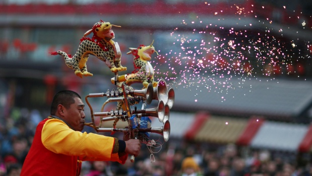 A performer plays an instrument at a temple fair in the beginning of Chinese Lunar New Year, at Huangsi Temple in Shenyang, Liaoning province, China, February 8, 2016. REUTERS/Sheng Li