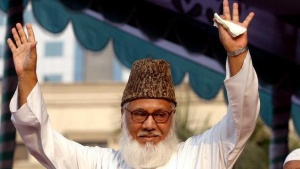 Moulana Motiur Rahman Nizami, chief of the Jamaat-e-Islami, Bangladesh's biggest Islamic Political Party and an alliance of the ruling Bangladesh Nationalist Party, waves to his supporters during a rally protesting against Western newspapers that published cartoons on Prophet Mohammad in Dhaka February 11, 2006. REUTERS/Rafiqur Rahman/Files