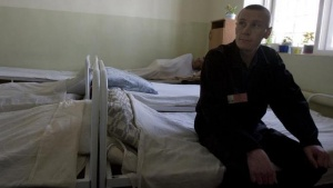 A inmate sits in the multi-drug resistant tuberculosis (MDR-TB) ward in a prison hospital in the Siberian city of Tomsk some 3500 km (2175 miles) east of Moscow June 4, 2008. REUTERS/Thomas Peter/Files