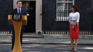 Britain's Prime Minister David Cameron speaks after Britain voted to leave the European Union, as his wife Samantha watches outside Number 10 Downing Street in London, Britain June 24, 2016.   REUTERS/Stefan Wermuth