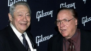 Scotty Moore (L) who played guitar for the late Elvis Presley andbluegrass music icon Earl Scruggs pose together February 26, 2002 inHollywood. Both men were honored with lifetime achievement awards atthe Orville H. Gibson Guitar Awards February 26. REUTERS/FRED PROUSER/Files