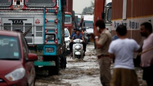 Vehicles wade through a waterlogged highway after heavy rains in Gurugram, previously known as Gurgaon, on the outskirts of New Delhi, July 29, 2016. REUTERS/Adnan Abidi