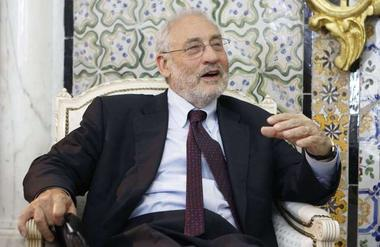 Stiglitz: It's the politics, stupid! - Fast Forward