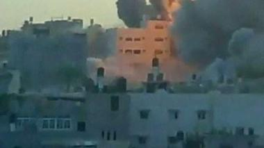 Amateur video captures huge Gaza blast - Rough Cuts