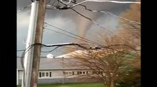 Video shows tornado sweeping through Illinois town
