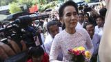 Suu Kyi wins majority in Myanmar parliament