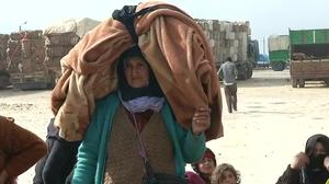 Thousands fleeing fighting in Syria mass at Turkish border
