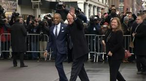 Sanders meets with Sharpton, courts black votes