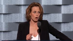 Sigourney Weaver: Clinton committed to act on climate change