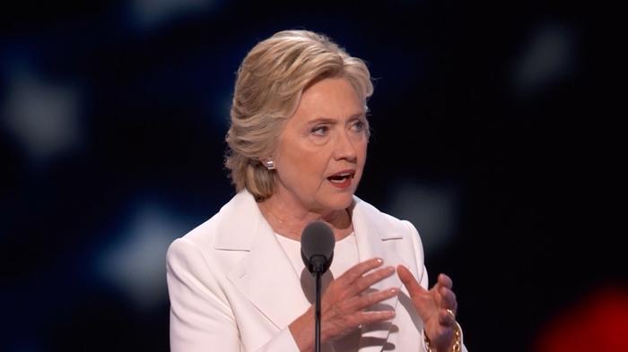 """Clinton: Trump should set off """"alarm bells"""""""