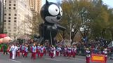 Crowds throng at Thanksgiving Day parade route despite threats