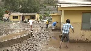 Dramatic video shows mudslide hitting homes in greater Lima