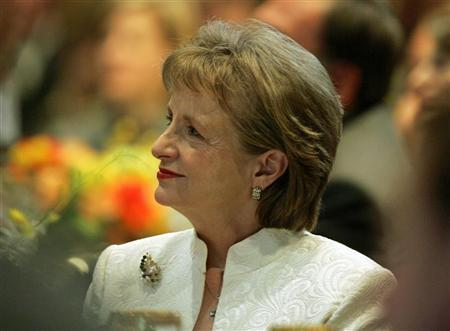 White House counsel Harriet Miers listens as White House political adviser Karl Rove speaks to the Federalist Society at their annual dinner in Washington, DC November 10, 2005. Miers, whose controversial nomination for the U.S. Supreme Court was withdrawn, has resigned effective January 31, the White House said on Thursday. REUTERS/Joshua Roberts