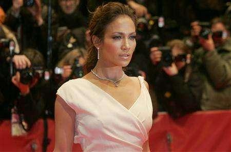 Actress and singer Jennifer Lopez arrives for a screening of her film 'Bordertown' running in competition at the 57th Berlinale International Film Festival in Berlin February 15, 2007. REUTERS/Arnd Wiegmann