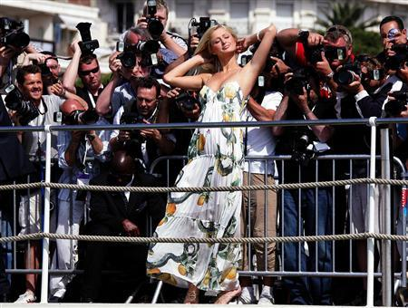 U.S. hotel heiress Paris Hilton (C) poses at a photocall on the Carlton Hotel pier during the 58th Cannes Film Festival in this May 13, 2005 file photo. Police seized Hilton's $190,000 blue Bentley after the heiress was caught driving on a suspended license and prosecutors vowed on February 28, 2007 to ask a judge to revoke her probation for reckless driving. REUTERS/Eric Gaillard