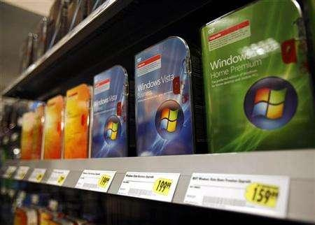Microsoft Windows Vista software sit on display at a store in New York January 30, 2007. Microsoft Corp. on Wednesday said its Live online service, which has attracted 6 million Xbox 360 console gamers, will be open in May to PC gamers who use its new Windows Vista operating system. REUTERS/Shannon Stapleton