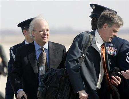 White House political strategist Karl Rove (L) follows White House spokesman Tony Snow onto Air Force One at Andrews Air Force Base, March 20, 2007. REUTERS/Jason Reed