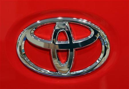 The Toyota Motors logo is seen on a car at a Toyota showroom in Tokyo November 7, 2006. Toyota Motor Corp. is creating U.S. jobs, making friends in Washington and leading in fuel-saving technology, yet will not be at the table when President George W. Bush meets major automakers to talk energy policy on Monday. REUTERS/Toshiyuki Aizawa