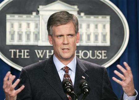 White House spokesman Tony Snow speaks during his daily media briefing in the temporary White House media room in Washington September 13, 2006. A growth removed from Snow's abdomen was found to be cancerous and it appears to have spread to his liver, the White House said on Tuesday. REUTERS/Larry Downing