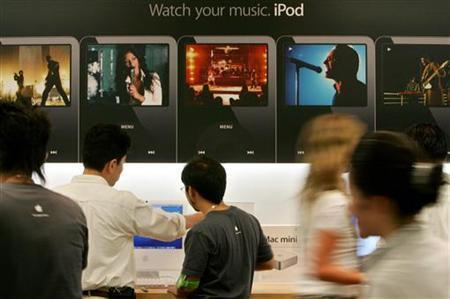 An Apple store in Tokyo in this August 25, 2006 file photo. EMI Group Plc said on Monday it was making its music catalog available through Apple's iTunes store without the anti-piracy measure known as digital rights management (DRM). REUTERS/Kiyoshi Ota/Files