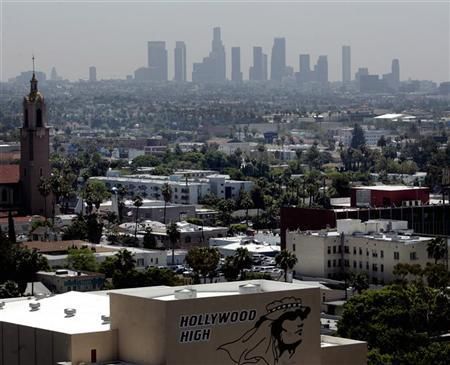The skyline of downtown Los Angeles through a layer of smog is seen in the distance from a rooftop in Hollywood, California, May 31, 2006. More than two-thirds of the world's people are worried by global warming with Americans among the least anxious even though their nation is the top source of greenhouse gases, an opinion poll showed on Tuesday. REUTERS/Fred Prouser