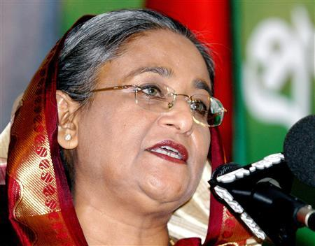 A file photo of former Bangladeshi leader Sheikh Hasina speaking during the fifth anniversary of the Bangladesh Nationalist Party's ruling in Dhaka October 10, 2006. Hasina will extend her stay in the United States indefinitely over concerns about murder charges brought against her, party officials said on Thursday. REUTERS/Rafiqur Rahman