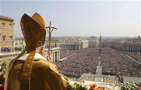Pope Benedict XVI delivers the Easter ''Urbi et Orbi'' (to the city and the world) benediction in Saint Peter's Square at the Vatican April 8, 2007. REUTERS/Osservatore Romano