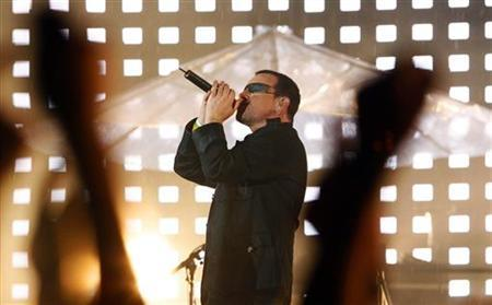 U2's front man Bono performs in a file photo. The Irish rock star and anti-poverty campaigner is taking part in this week's ''American Idol'' charity fund-raiser, organisers said on Tuesday. REUTERS/Tim Wimborne