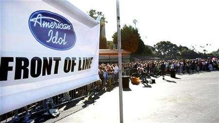 Contestants line up to audition for the television show ''American Idol'' at the Rose Bowl in Pasadena August 8, 2006. ''American Idol'' creator Simon Fuller is teaming with Fox for another music competition, this time featuring aspiring bands. REUTERS/Mario Anzuoni