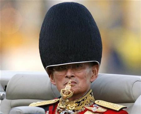 Thailand's King Bhumibol Adulyadej reviews a parade to mark his 79th birthday in Bangkok December 2, 2006. Video-sharing Web site YouTube has agreed to block four clips Thailand says insulted its revered king, the latest twist in a spat that has stirred fierce debate about freedom of expression on the Internet. REUTERS/Chaiwat Subprasom