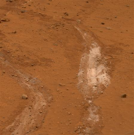 A view of a path of soil discovered by NASA's Mars Exploration Rover Spirit that scientists said on May 22, 2007 suggests that long ago hot springs may have percolated on the Martian surface, providing an environment quite conducive to life, is seen. The rover Spirit, exploring the expansive Gusev Crater just south of the Martian equator, detected a patch of light-colored soil that was 90 percent pure silica, an indicator of the past presence of water, scientists said. REUTERS/NASA/Jet Propulsion Laboratory/Cornell University/Handout