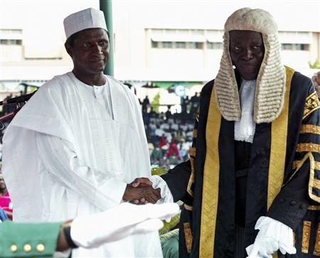 New Nigerian President Umaru Yar'Adua (L) is welcomed by Idris Kutigi, chief justice of the federation, during the swearing-in ceremony at the Eagle square in the capital Abuja, May 29, 2007. REUTERS/Afolabi Sotunde